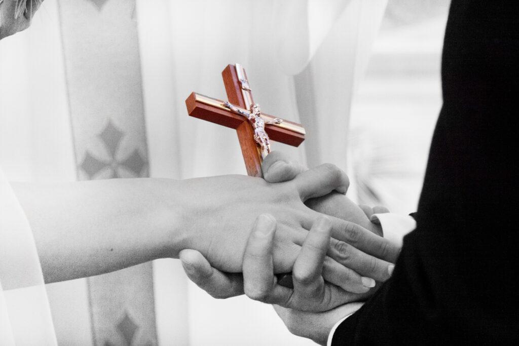 """Dumnezeu ne ajută să Îl cunoaștem și să Îl iubim – """"Puzzle"""" – Autor: Prof. Mihaela CRISTEA, Școala Gimnazială """"Pompiliu Marcea"""" Tg-Jiu, 2020"""